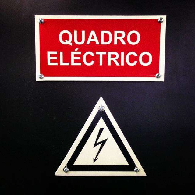 QuadroElectrico sinal - vermelho - 2013-08-20 10.48.35_800px