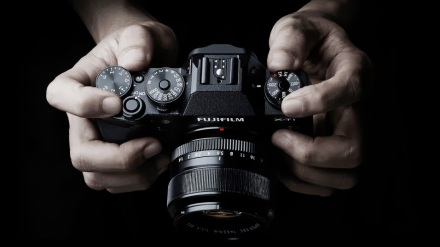 Fujifilm_X-T1_HandsOn_ViewFromTop_with_35mm